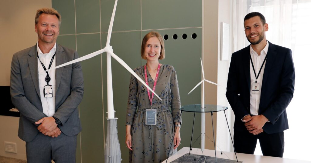 Minister of Trade and Industry, Iselin Nybø, meets Equinor's Jens Økland (left) and Florian Schuchert (right) for the funding announcement of the Green Platform project Ocean Grid (Havnett).